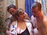 Mature ronde au gros seins
